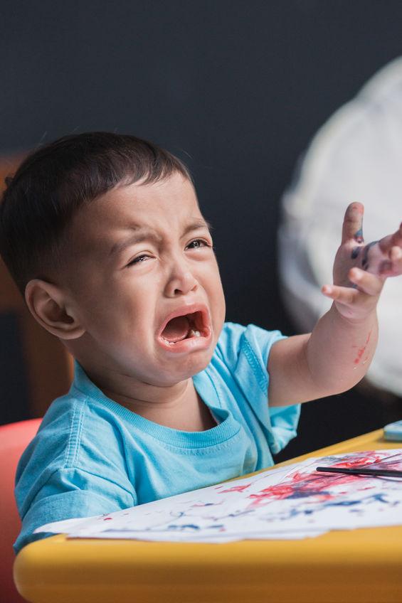 Capricci bambini a 2 anni: a che età il bambino smette di fare i capricci.