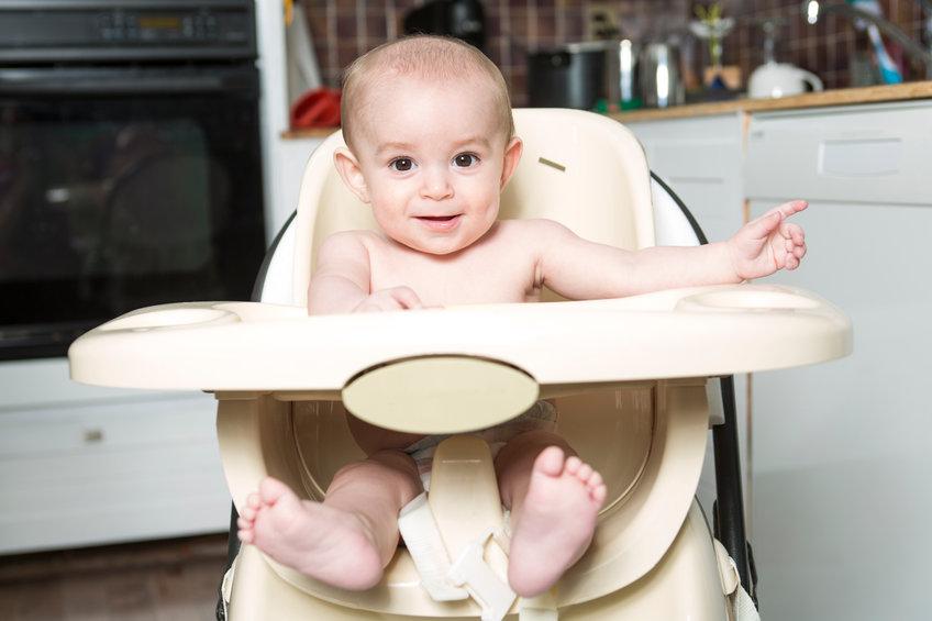 Sicurezza bambino sul seggiolone pappa.