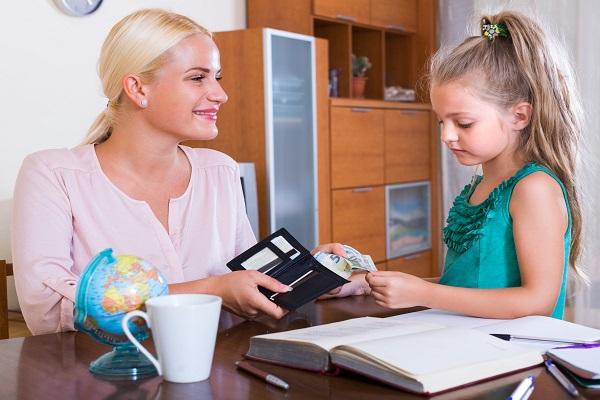 Dare la paghetta ai figli: video consigli di Vita da mamma