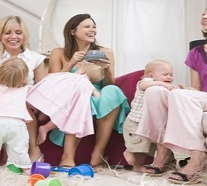 Mamma con altre mamme