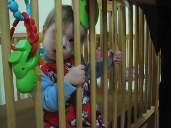 bambini in attesa di adozione cura