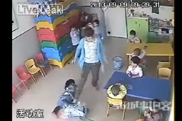Maestre Picchiano Bambini dell'Asilo: il Video