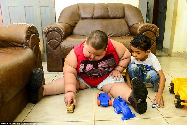 Bambino più Grasso del Mondo: a 5 Anni Pesa 80 kg