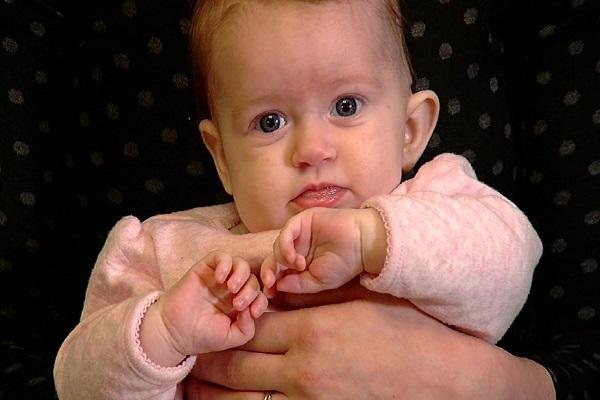Bambina Rideva in Modo Strano: Diagnosi Agghiacciante