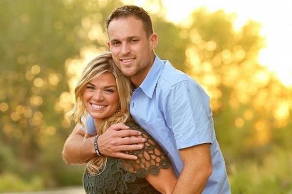 foto di coppia innomorata con sorpresa