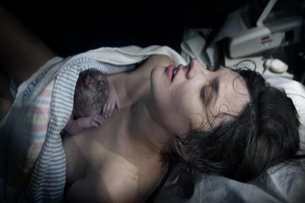 Ora Sacra Subito Dopo la Nascita: Rito tra Mamma e Bambino