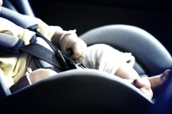 Dimentica la Figlia in Auto, la Mette nel Frigo per Salvarla