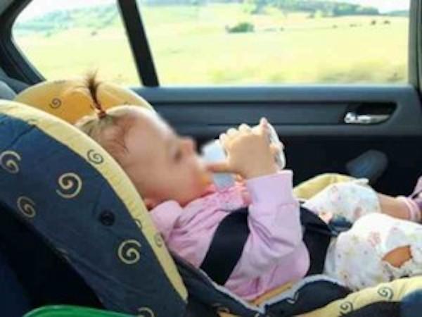 bambini dimenticati in auto al sole e morti