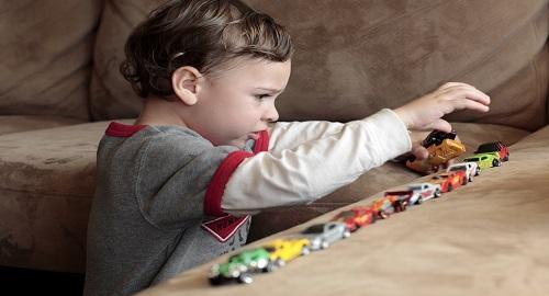 primi sintomi di autismo bambini