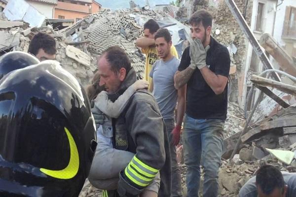 Terremoto Accumoli: estratta viva una persona dalle macerie