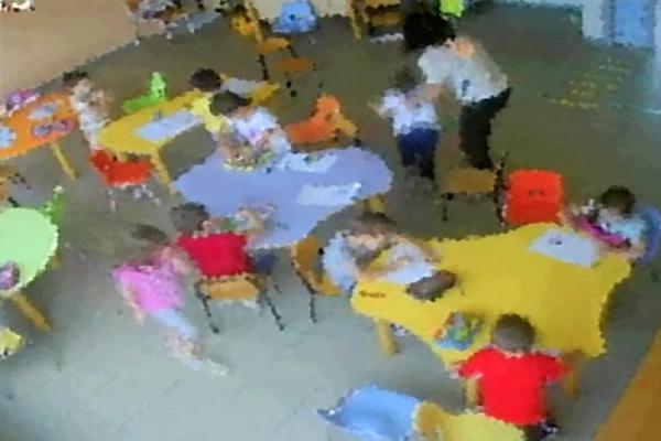 Potenza, violenze fisiche e verbali su bimbi: sospese 3 maestre