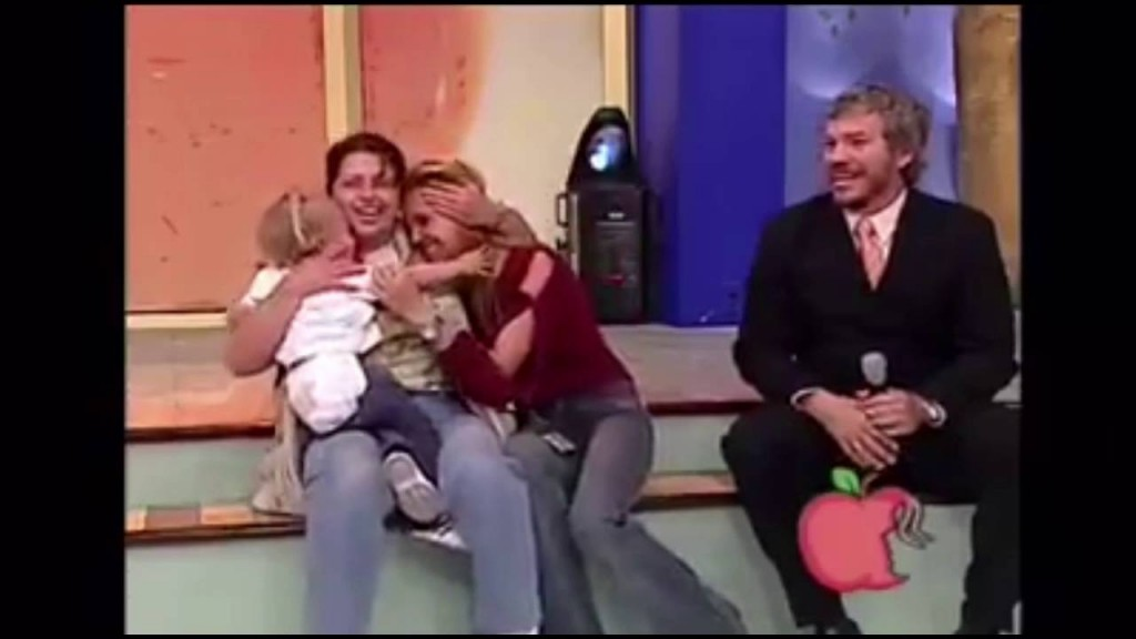 leone aggredisce una bambina piccola in diretta TV,