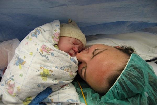 partorire con il cesareo uguale al parto naturale