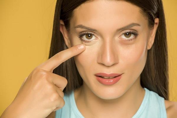 Eliminare le occhiaie in modo naturale (ricetta fatta in casa)