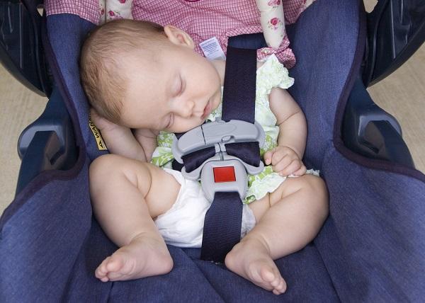 Far dormire il neonato nel seggiolino dell 39 auto pu essere for Posizione corretta per dormire