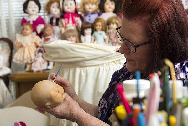 mamma perde il figlio e acquista un bambolotto