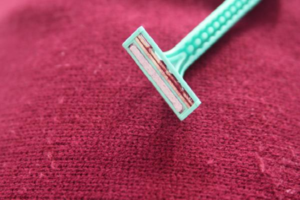 Togliere palline di lana
