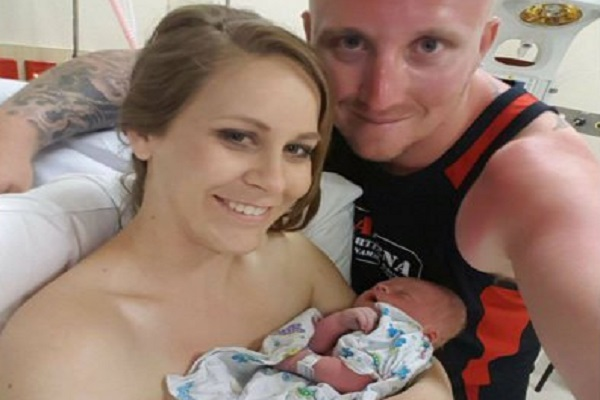 damigella incinta al matrimonio