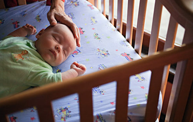 sicurezza nel lettino del bambino