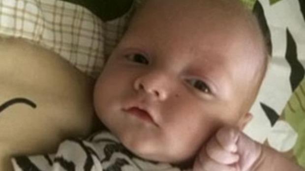 bambino muore soffocato su sdraietta