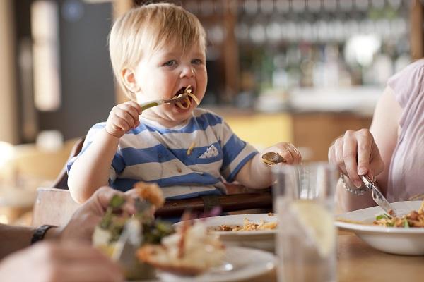 bambini al ristorante educati
