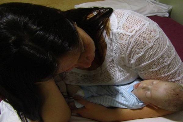 Neonato allattato al seno muore di fame