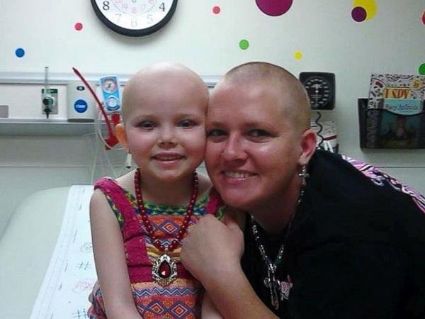 Mamma Sposa Chiede Foto con la Figlia Morta di Tumore