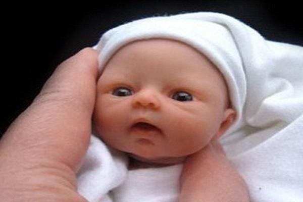 Camille Allen: Neonati Grandi un Palmo di Mano