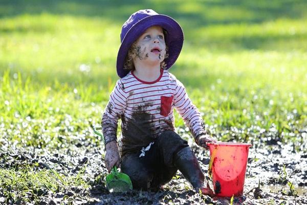 Perché i bambini sporchi sono bambini felici