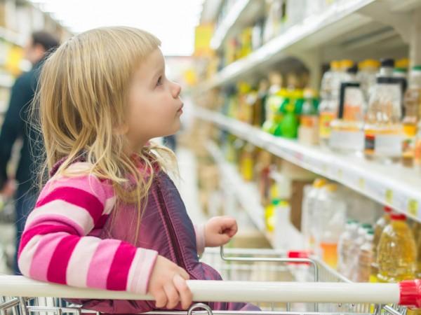fare la spesa al supermercato con i bambini piccoli