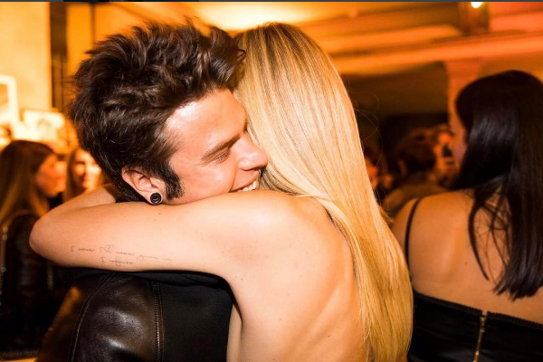 Fedez chiede a Chiara Ferragni di sposarlo  video