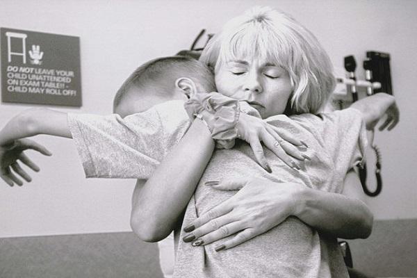 Viaggio di una madre: la storia di Cyndie e del suo piccolo Derek