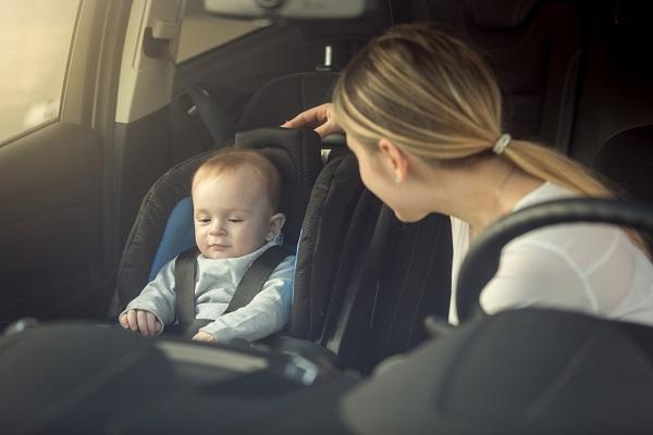 Usare i seggiolini auto in modo sicuro (Video)