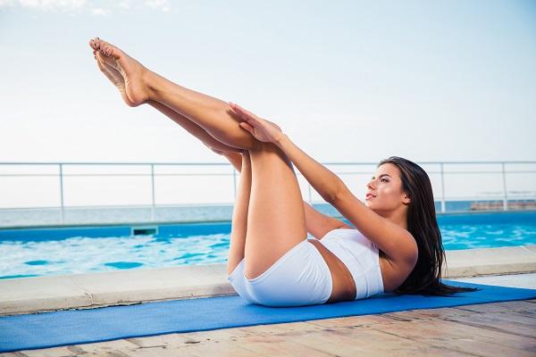 Yoga: la posizione del vento migliora la digestione