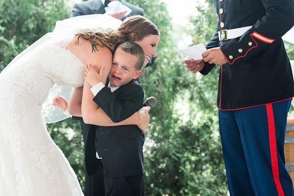 Commovente discorso della sposa al figlio adottivo (Video)