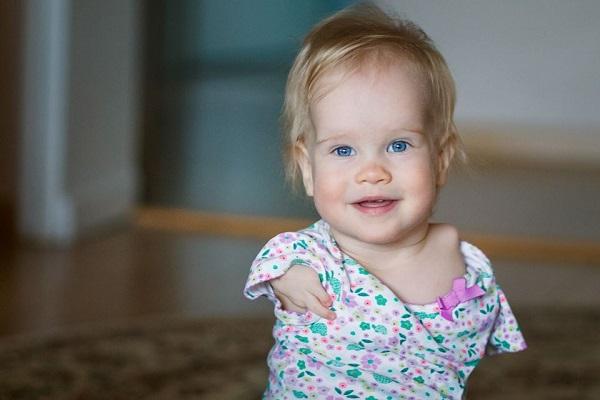 Vasilina Knutsen: la storia della bambina senza braccia