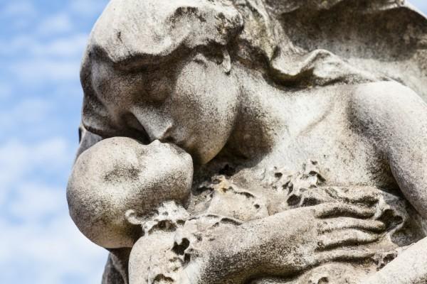 l'addio a Chiara morta a 8 anni a Torre del Greco