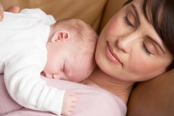 testa del neonato dopo il parto, com'è alla nascita e come cambia