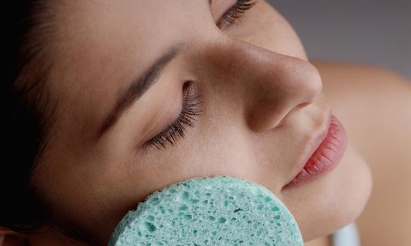 eliminare i punti neri, come fare la pulizia del viso a casa