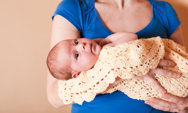 testa del neonato, com'è alla nascita e come cambia