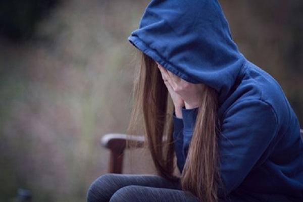 Tenta il suicidio a 12 anni: mamma fa appello ai genitori