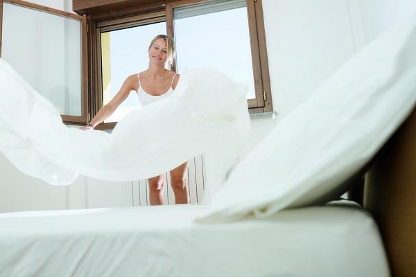 cambiare le lenzuola pulizie casa