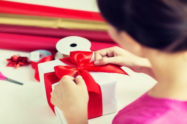Natale regali economici lui lei bimbo
