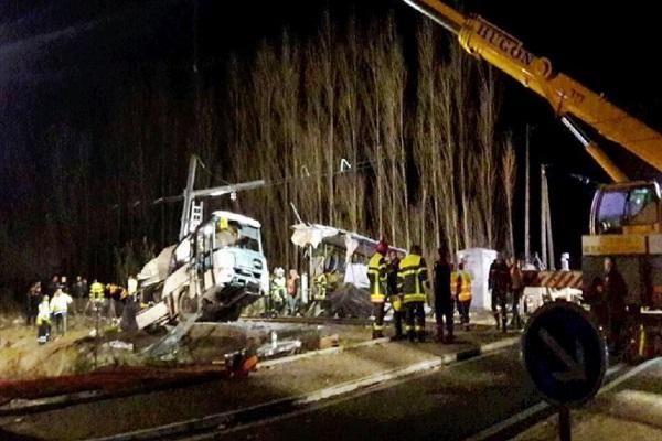 Scontro treno-scuolabus: 4 studenti morti