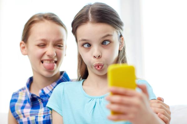 pubblicare le foto dei figli su facebook è pericoloso, ecco perché