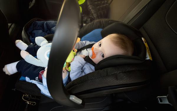 Bambini dimenticati in auto dai genitori, amnesia dissociativa