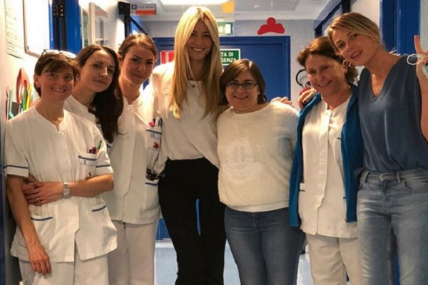 Alessia Marcuzzi in ospedale con Elena Santarelli: