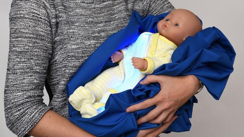Ittero nei neonati: cos'è e a cosa serve il pigiamino luminoso