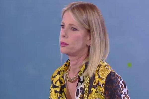"""Alessia Marcuzzi contro Eva Henger: """"Tu sei fuori di testa"""""""