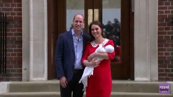 Kate e William presentano il loro terzo figlio al mondo (FOTO)